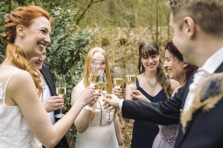 8 goldene Regeln für Hochzeitsgäste: Was sich gehört - und was nicht!