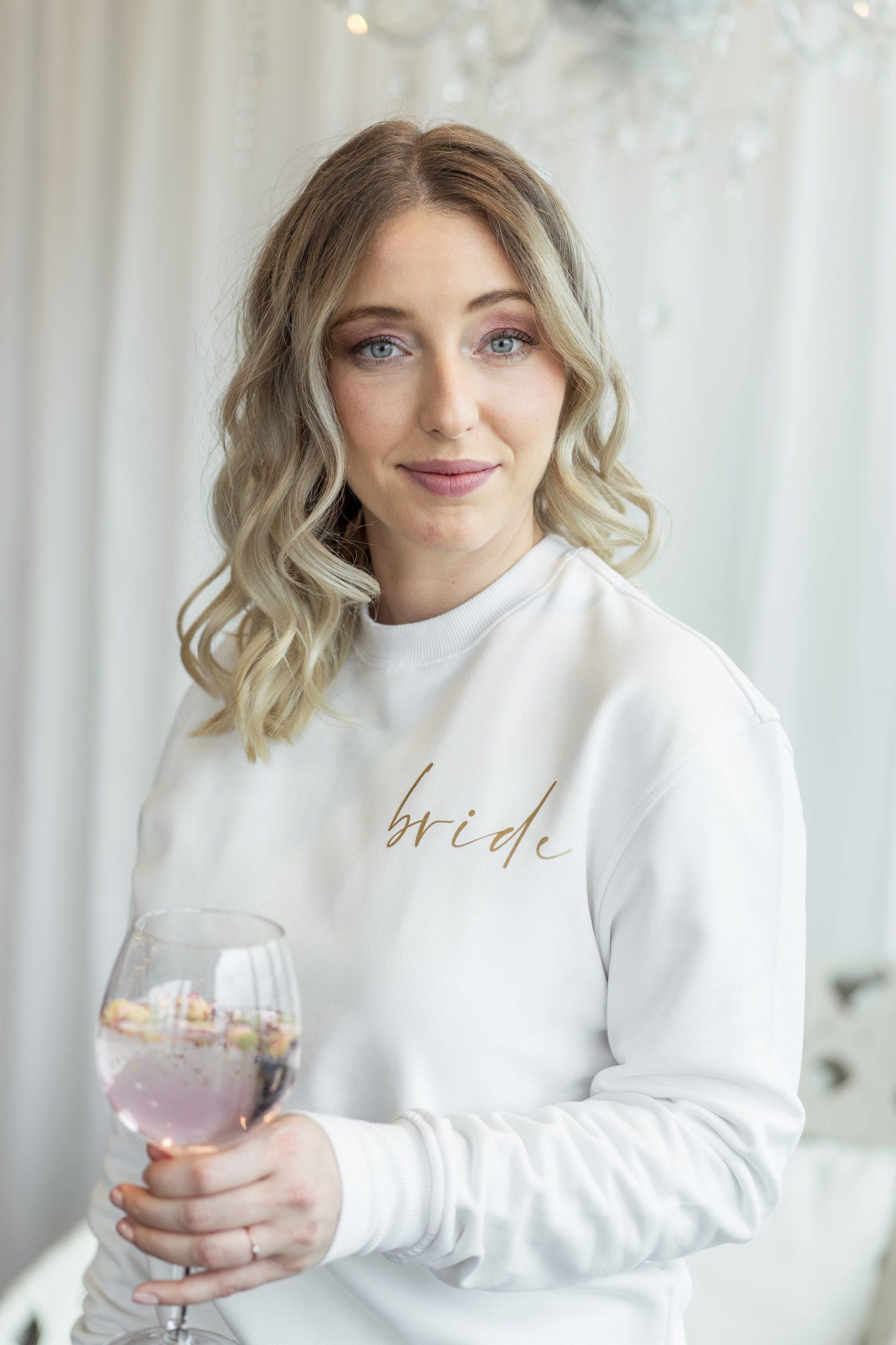 Sweatshirt bride   weißes Sweatshirt mit goldenem Aufdruck   Perfekt für den JGA