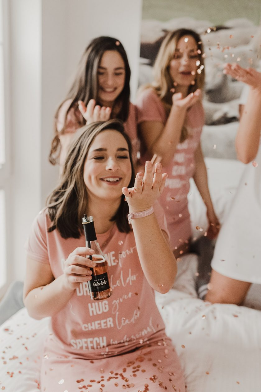 Den Junggesellinnenabschied mit einer Pyjama Party feiern
