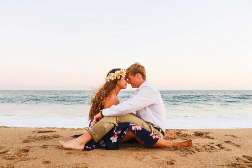 Brautpaar am Strand_Segelreise_Honeymoon