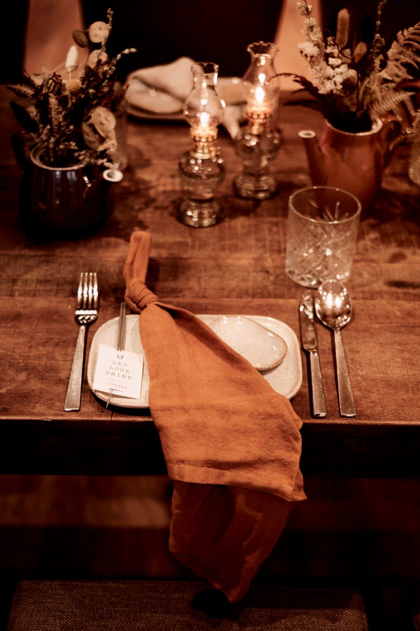 Hochzeitstisch-Brauttisch-rustikale Hochzeitsdekoration