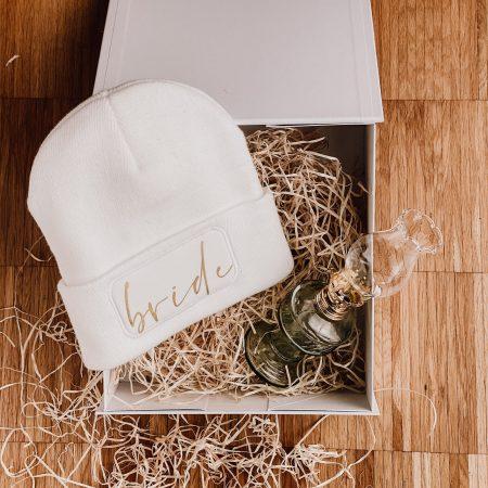 geschenkset-cozybride-mütze-braut-winterbraut