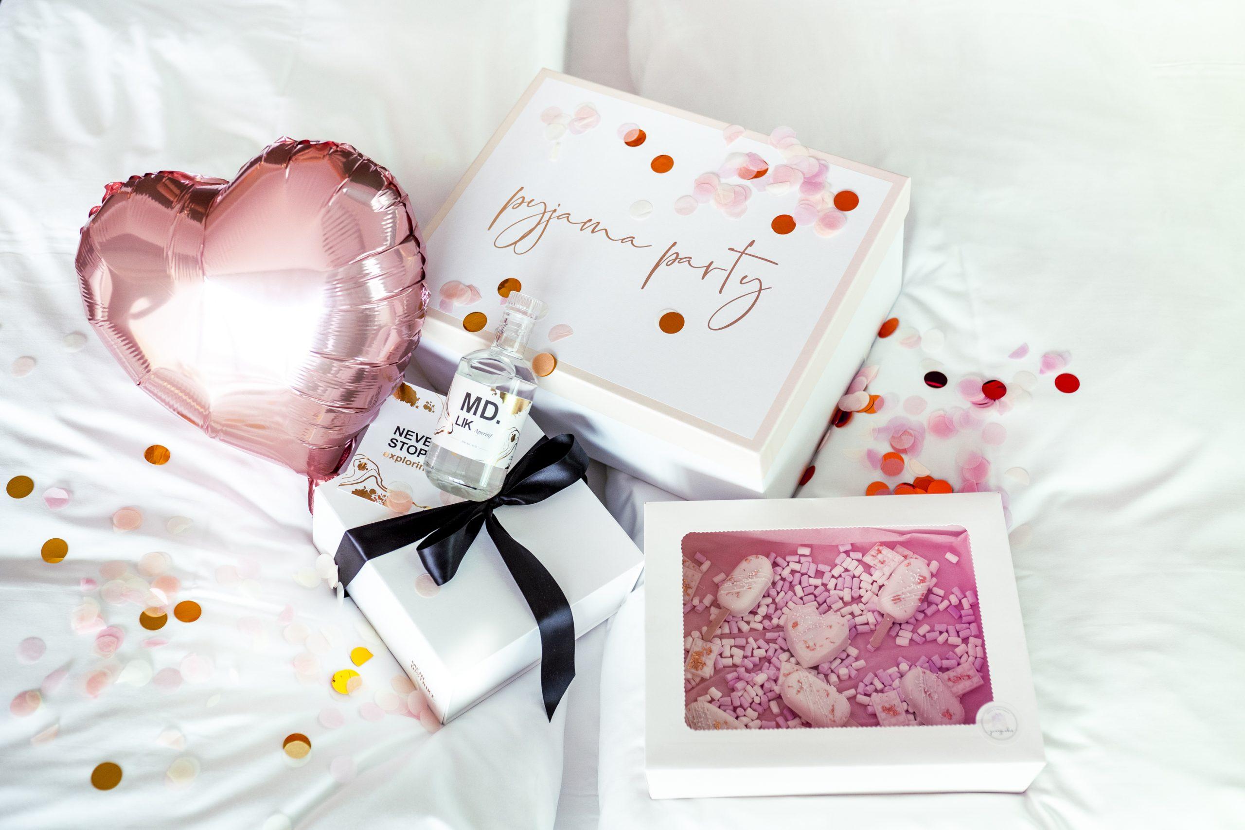 girlsuNIGHTed Box