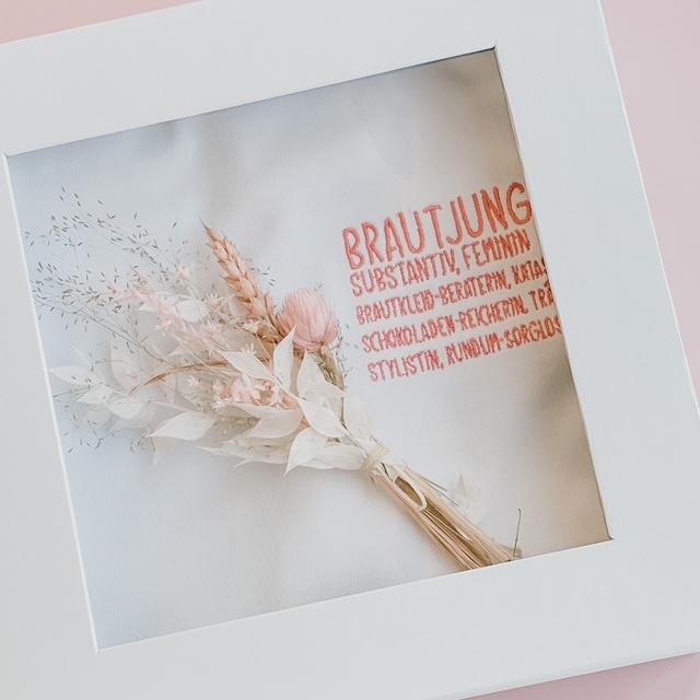 Geschenk für die Brautjungfer | Brautjungfern T-Shirt mit Trockenblumen Sträußchen | Dankeschön Geschenk